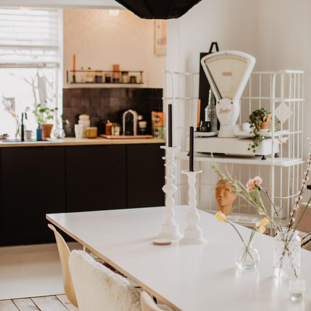 Doorkijkje naar de keuken
